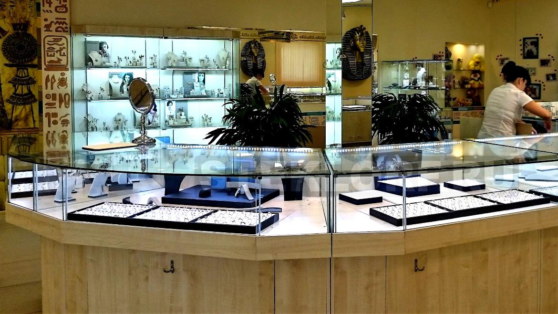 Стеллажи и витрины для ювелирных салонов